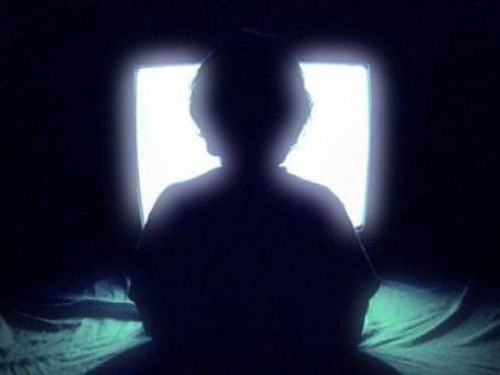 Ver la TV a oscuras