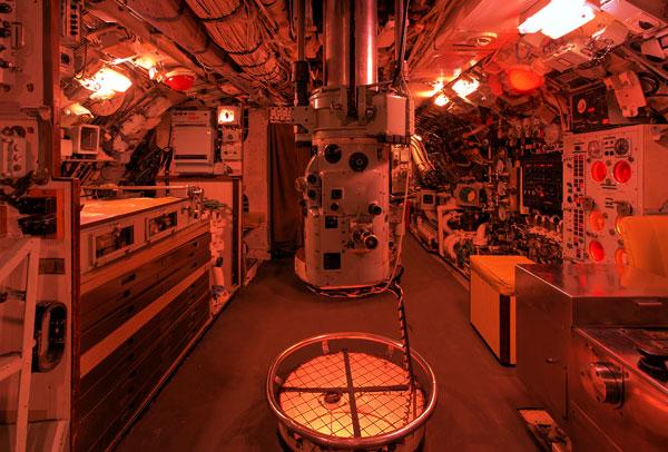 Iluminación Roja en Submarino